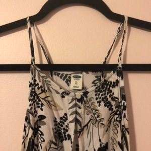 BARELY WORN flowy printed tank top